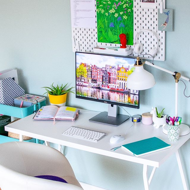 Hey guys! Check out my new blog post on setting up a #homeoffice (link in bio)! 🎉 Seeing all those Pinterest-perfect home offices can tempt us to recreate something that looks nice, but maybe isn't what we truly need or really all that functional. With some recent changes I made in my own home office, I started thinking — how can you set up a working space that works for you? ✨  #homeofficedecor #productivité  #homeofficedesign #studygram #myhomeoffice #studyinspo #workingathome #studyspo  #decoratingtips #productivity #homeofficeideas #plannerd  #workspaceinspo #workinspo  #studystudystudy #working  #apartmentdecor #planner2019  #myhomedecor #workingspace  #apartmentliving #interiorblog #homeofficegoals #interiorlove