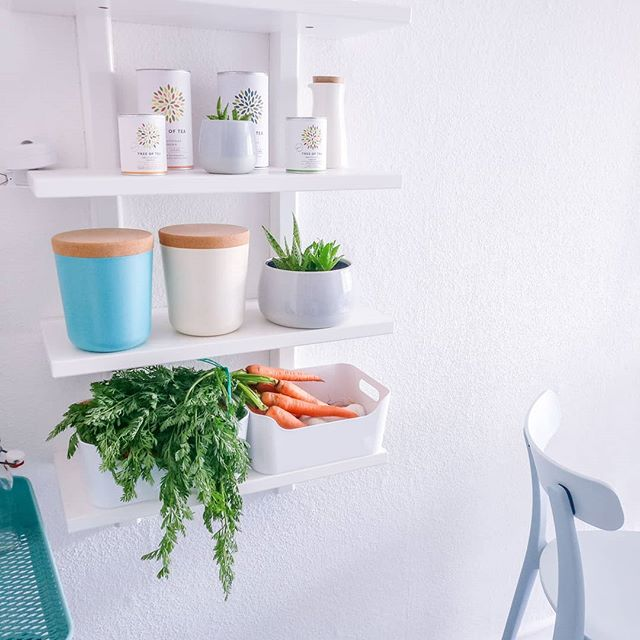 Minimalism | What does #downsizing mean in the kitchen? 🤔 For me, it's 1️⃣ getting rid of all the tools and appliances that just collect dust in the corner and are never used, 2️⃣ keeping only our favourite dishes and donating the rest, 3️⃣ buying only what we actually eat and drink as to avoid food waste. 🍅🥔🍆 What are your tips for downsizing in the kitchen?  #minimalism #livingsimply #livingwithless #minimalista #minimalistas #kitchendeclutter #konmarimethod #minimalistischleben #simplerlife #kitchenorganization #meineküche #minimalisme #kitchenstorage #kitchenshelves #konmari #minimalistkitchen #slowliving