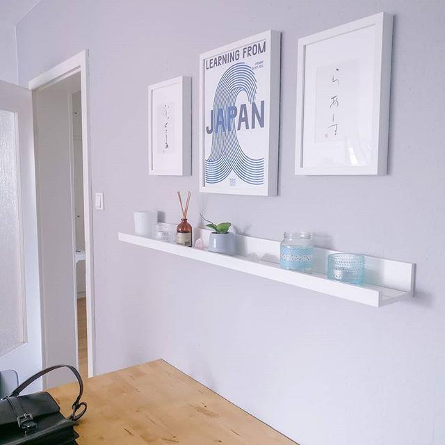 There has been a bit of redecorating lately. 🌊🙂 #gallerywall #pictureledge #minimalismathome #instaminimal #greywalls #keepingitsimple
