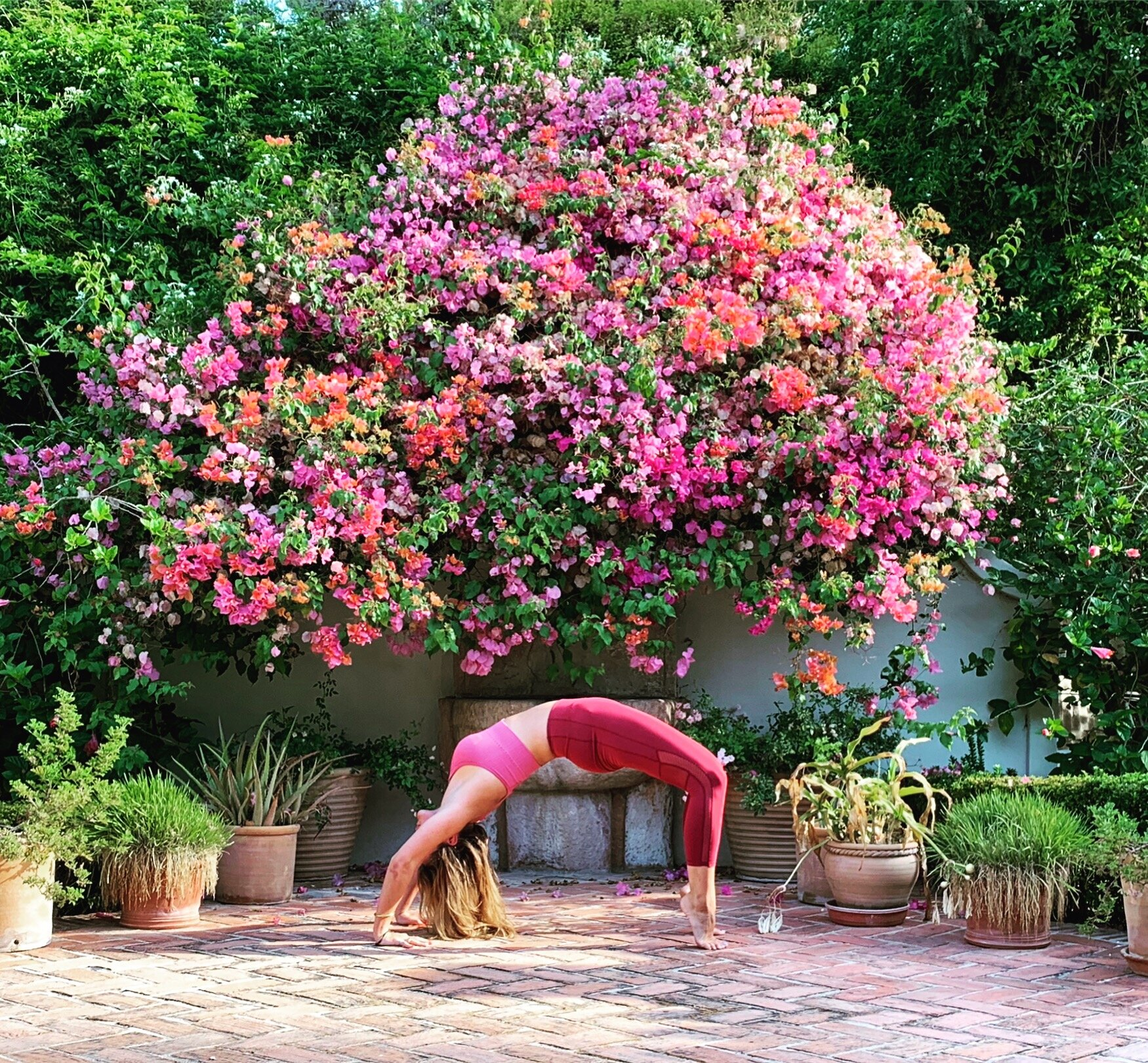 Young Yoga | kids/tieners - Coconut Proefles: €17,95Coconut Pass x 5 lessen: €84,95Coconut Pass x 10 lessen: € 165,95