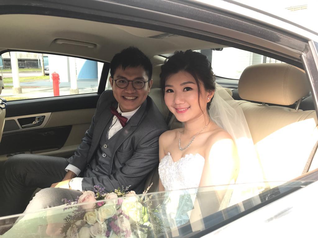 Jaguar XF wedding car couple