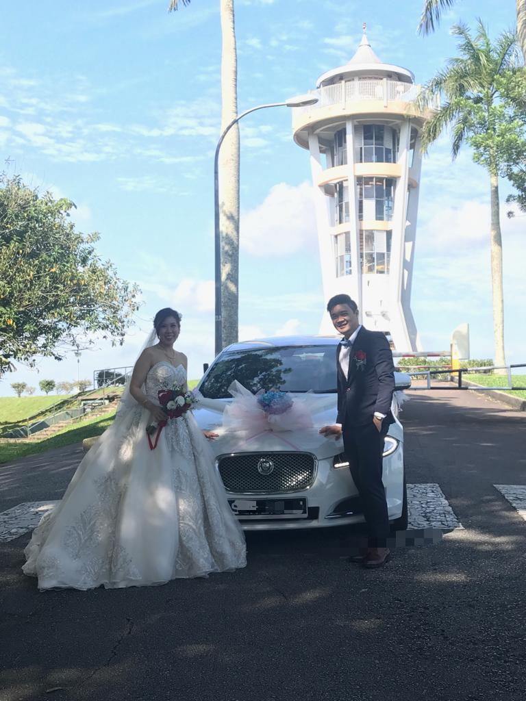 Jaguar XF wedding car couple