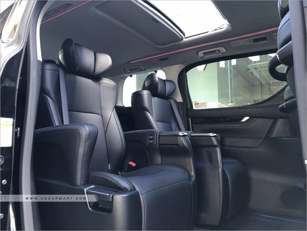 alphard interior.jpg