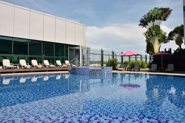 aerotel changi swimming pool-min.jpg