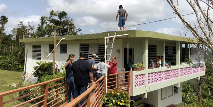 Photo Credit: Comunidad Organizada de San Salvador     Community members worked to collect energy usage and solar site assessment data on homes throughout the community.