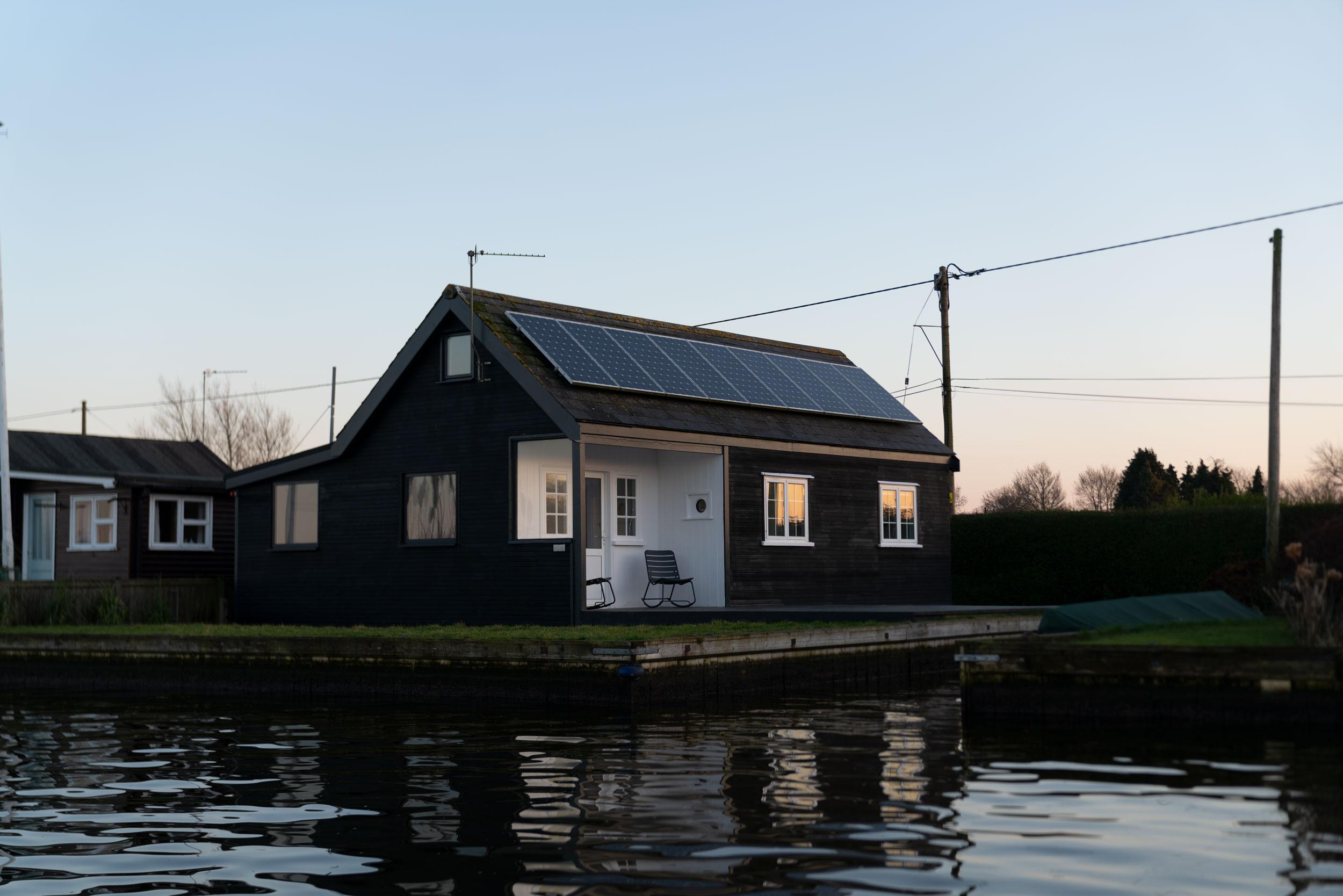 Nor–Folk-Stays-Water-Cabin-Exterior-boat-dyke.jpg