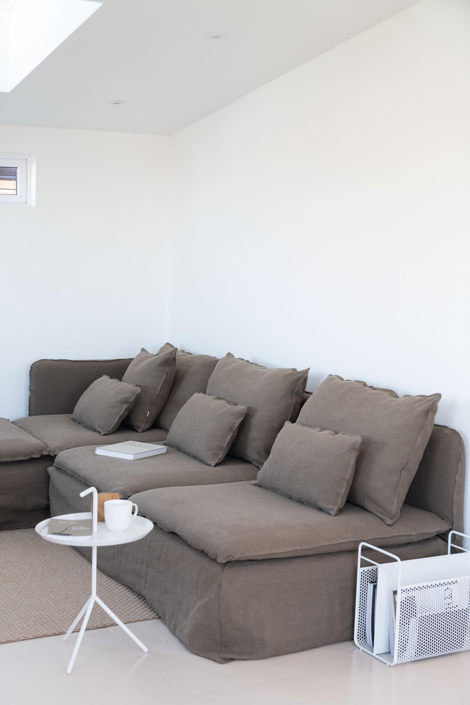 Bemz-sofa-Water-Cabin-Norfolk-Broads-Fiona-Burrage.jpg