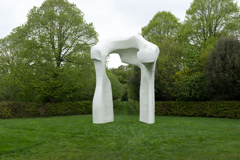 Houghton-Hall-Norfolk-Fiona-Burrage-Sculpture-Henry-Moore-The-Arche.jpg