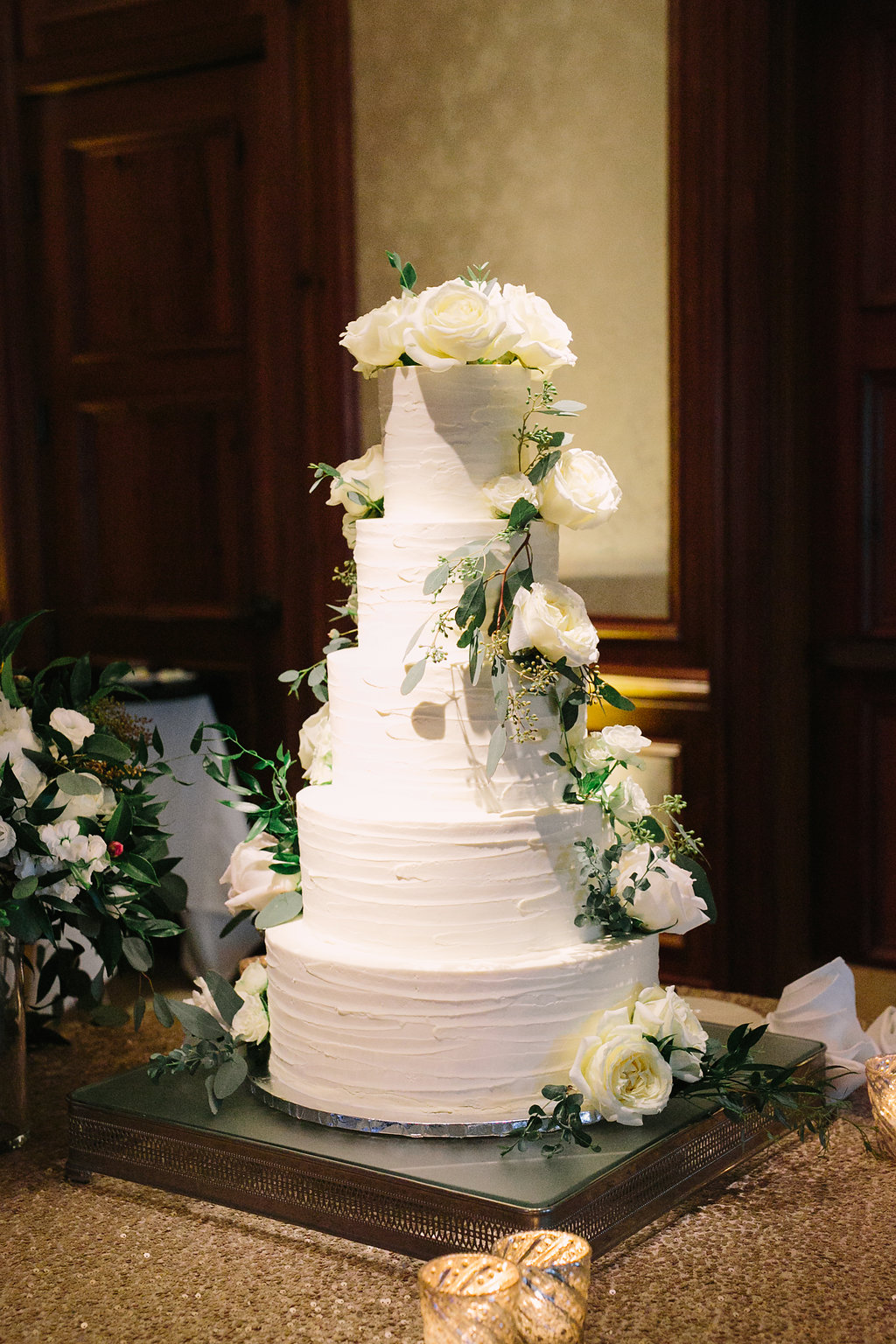 Tiered wedding cake for Hilton Head wedding at the Sea Pines Resort during Christmas. Photo Landon Jacob Photography