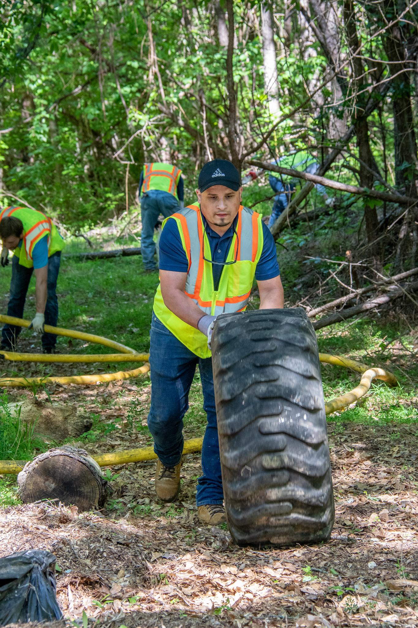 Volunteers cleaning marshlands with Gwinnett Clean & Beautiful  Photo: John Kelly