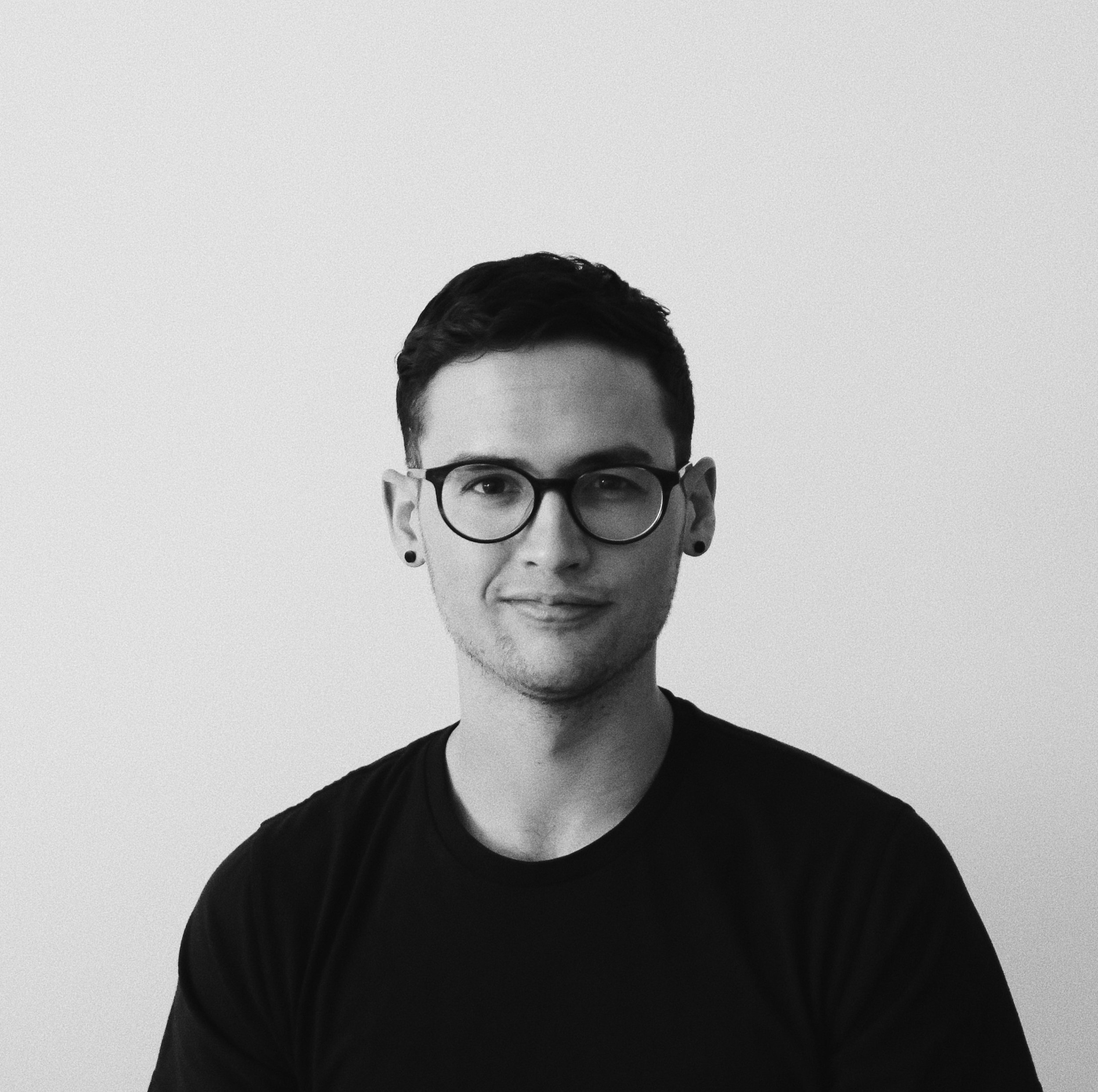 Hi, I'm Austin. - I'm a visual designer & illustrator in Chicago. Besides design, I'm really into Internet culture, drag queens, french fries and literally nothing else.