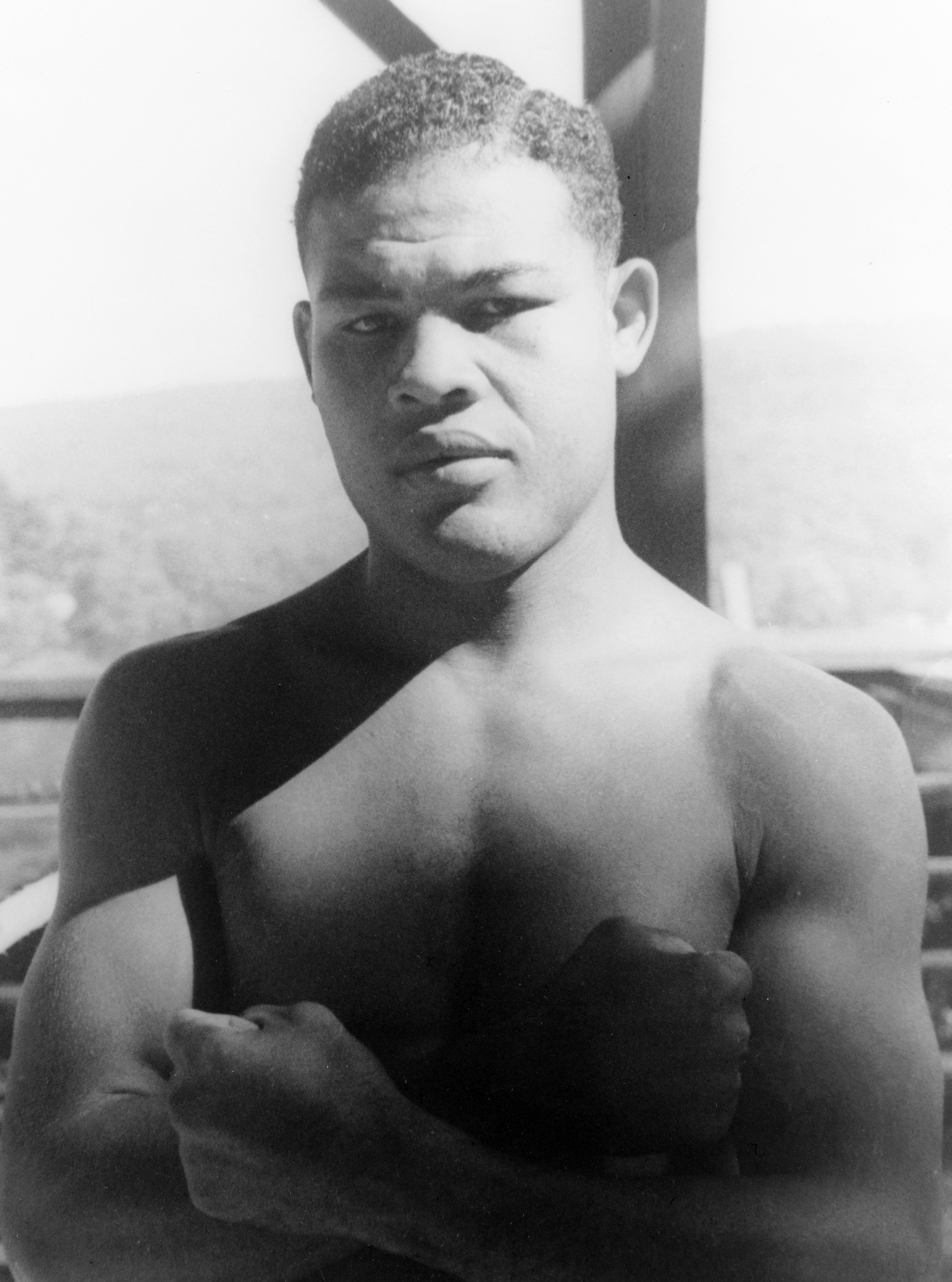 Episode two - The African American boxer Joe Louis reigned as the world heavyweight champion from 1937 to 1949. This is the story of the two matches he fought against the German boxer Max Schmeling in the years leading up to World War II. Joe Louis is buried in Section 7A.