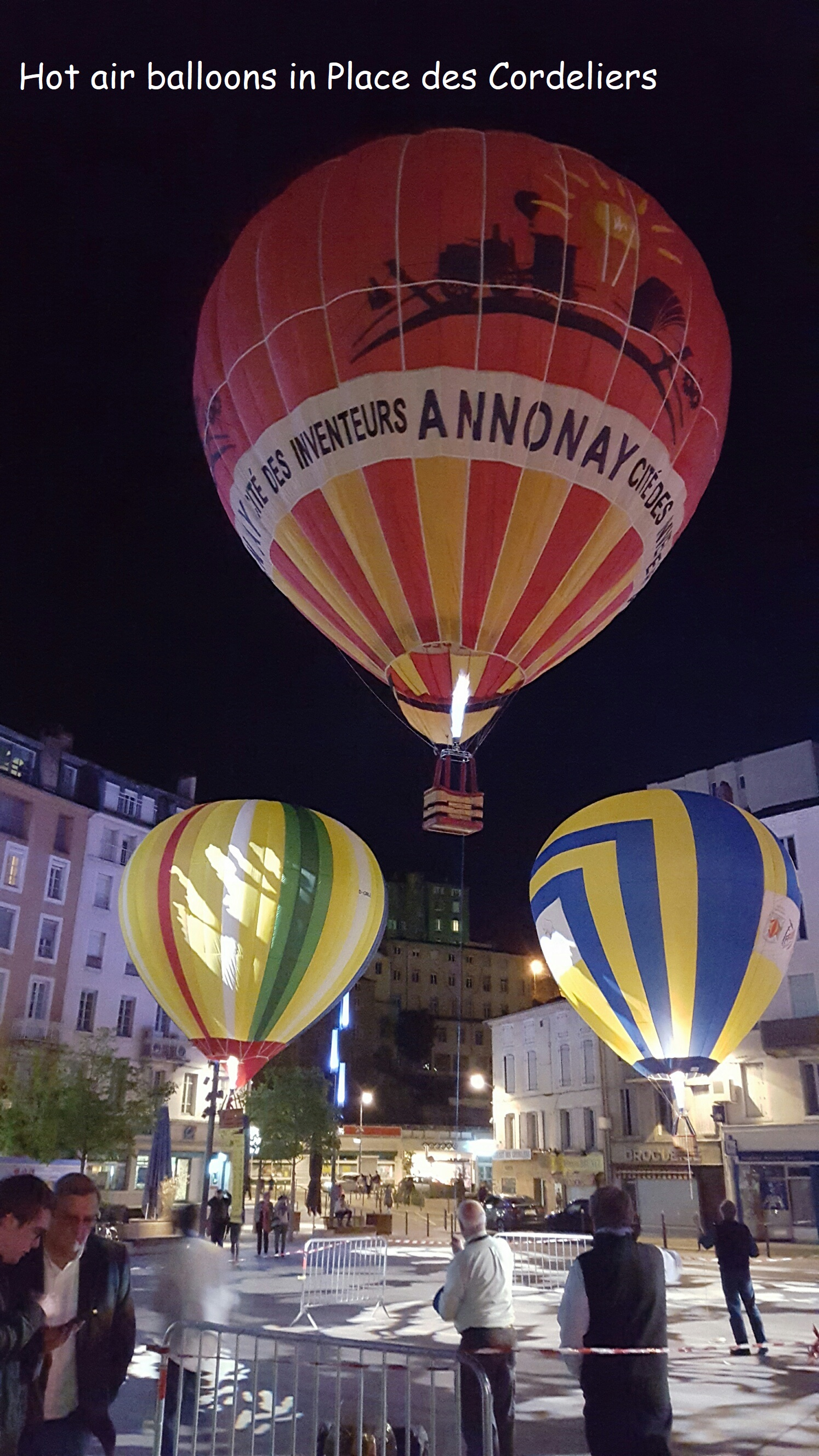 Hot air balloons in Place des Cordeliers.jpg