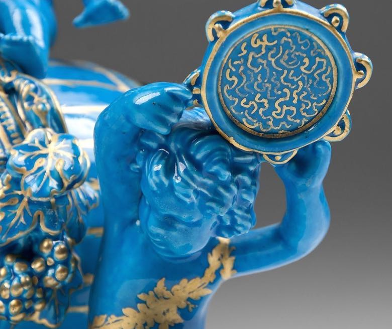 detail-large-blue-garniture.jpg