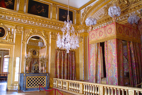The King's bedroom in Versailles shows the opulence of the Baroque style