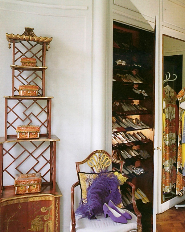 A japanned etagere in the Chinese Chippendale style by Maison Jansen seen in the Duchess of Windsor's dressing room