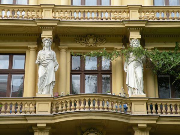 Caryatids in Vienna