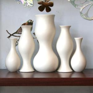 Curvy vases