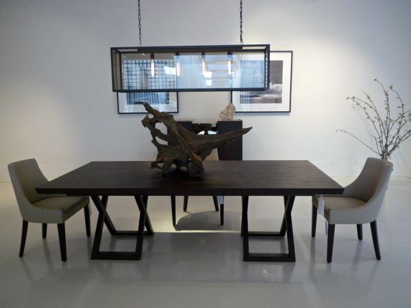Bolier dining table