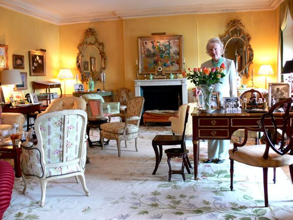 Betty Sherrill in her living room. Photography by Jeffrey Hirsch.