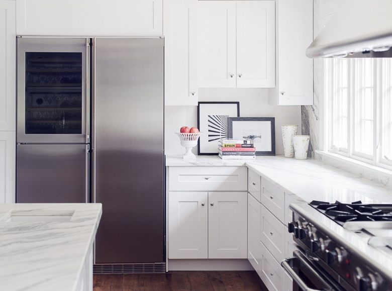Timeless kitchen with a Liebherr 48″ SBS 246