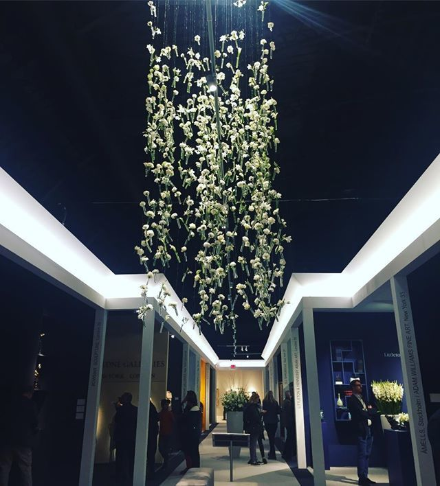 tefaf-flowers-from-ceiling-2