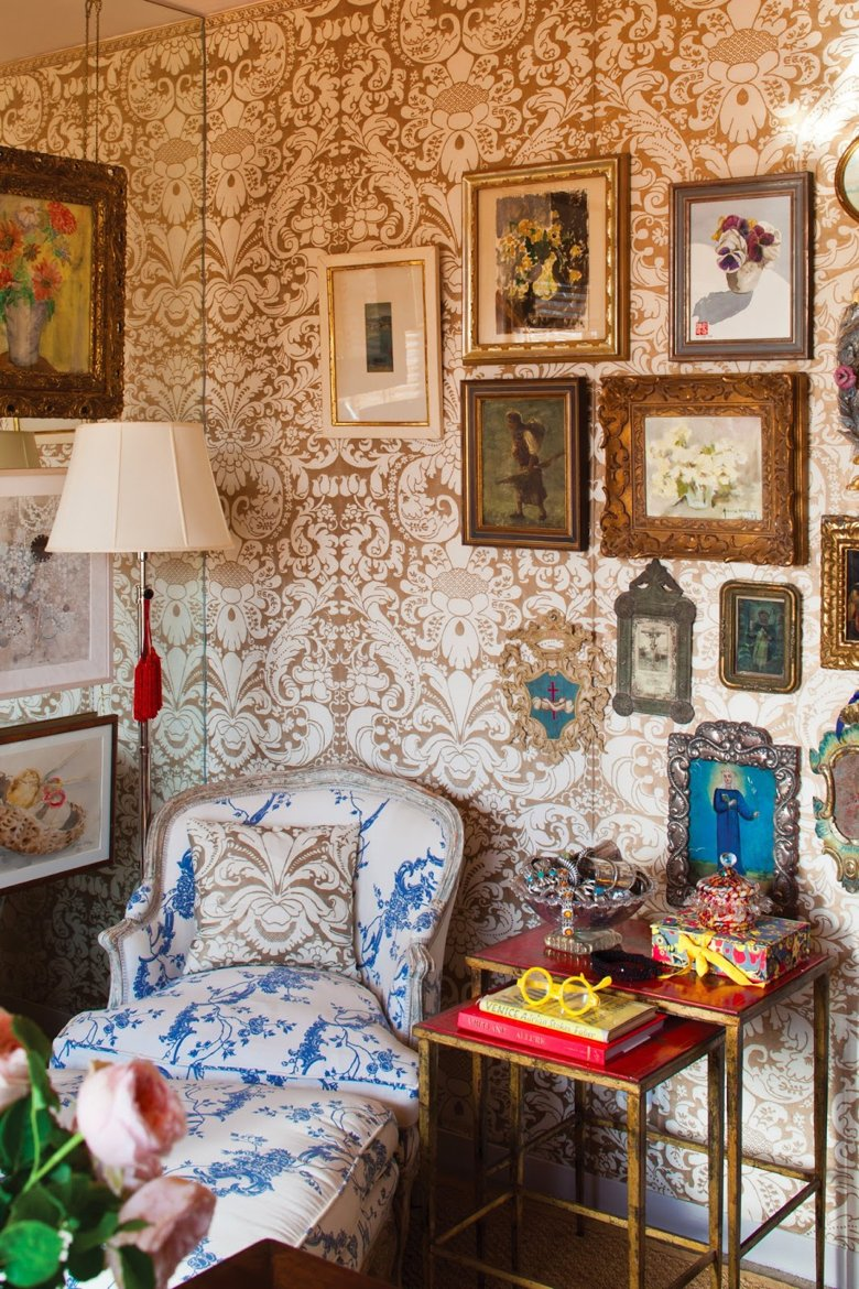 Walls upholstered in Fortuny fabric