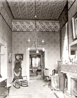 White-House-dressing-room-with-Candace-Wheeler-Honeybeeweb.jpg