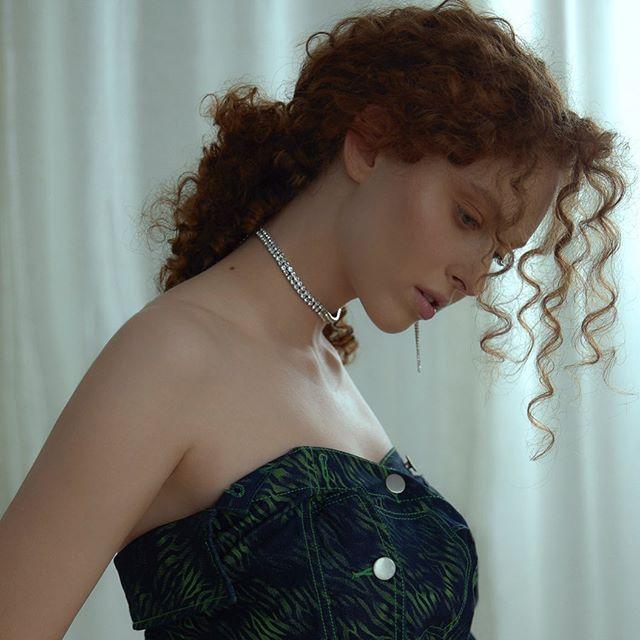 Beautiful @jazminkatzmodel shoot by @yugophotography  makeup and hair by me 🐒 . . . . . . . . . . . #editorialmakeup #photoshoot #torontoweddingmakeup #fashionshootmakeup#beauty #torontofreelancemakeup#beautymakeup #softmakeup #weddingmakeupartist #glossier #deciem #torontoweddingmakupartist #editorialmakeup #maccosmetics #milkcosmetics #lauramercier #weledacanada #maccosmeticscanada  #theartistedit #skinisin #torontobeautyblogger ##beautyblogger #paopaomanigat #paolamanigat #manigatmua
