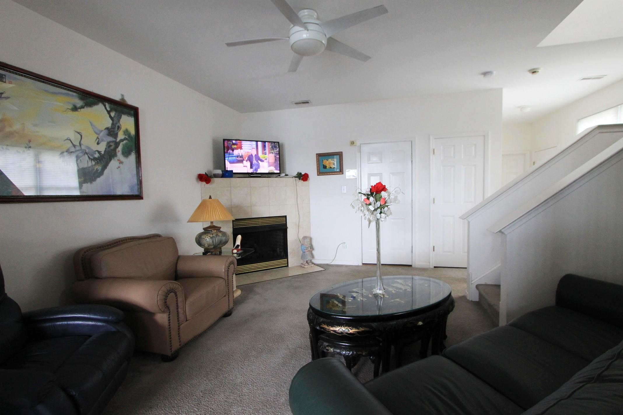 4 (Living Room ).jpg