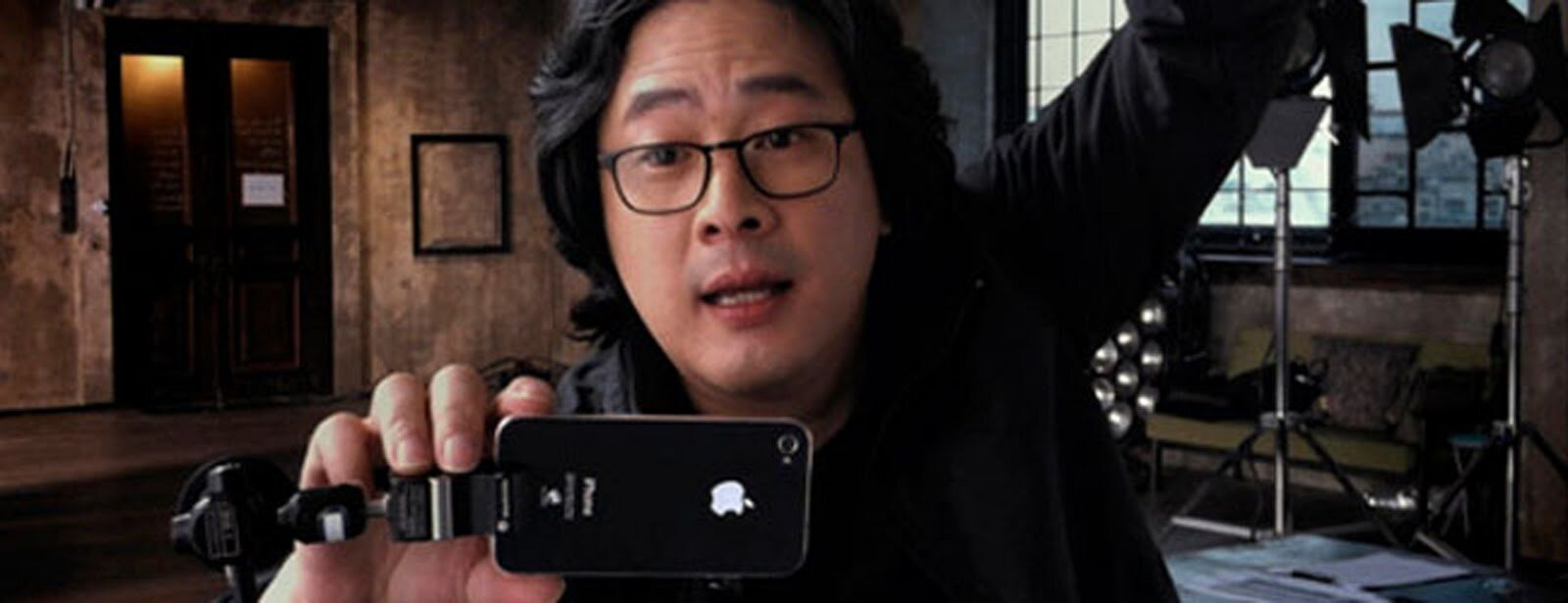 Director Park Chan-wook using iPhone on set
