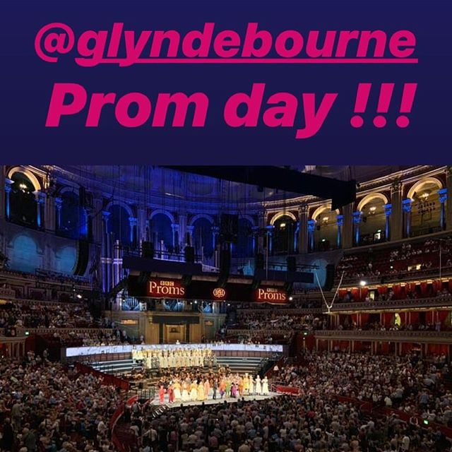 Today was @glyndebourne prom day and it was such, such fun! What amazing and electric atmosphere! #bbcproms2019 #diezauberflöte #noordinaryopera #opera #royalalberthall (Thanks @louisealdersop for the pic 😉 xx)