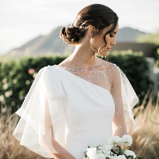 Simplicity is the Ultimate Sophistication ______________Leonardo da Vinci. ________ designed by the one and only @larakreutner and this amazing team of professionals @carteblanchedesign @alice_and_mae @marieebridalscottsdale @victoriavangeison @agencyaz @kensingtonmakeup @thelillierose @sanctuaryweddings