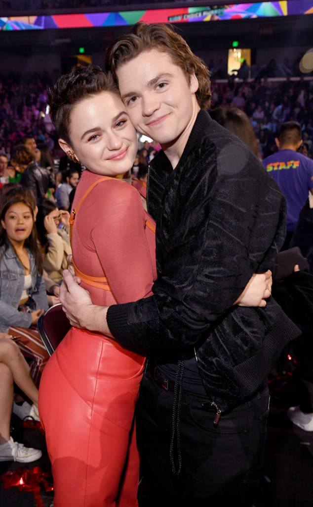rs_634x1024-190323191904-634.joey-king-joel-courtney-nickelodeon-kids-choice-awards-2019-arrivals.ct.032319.jpg