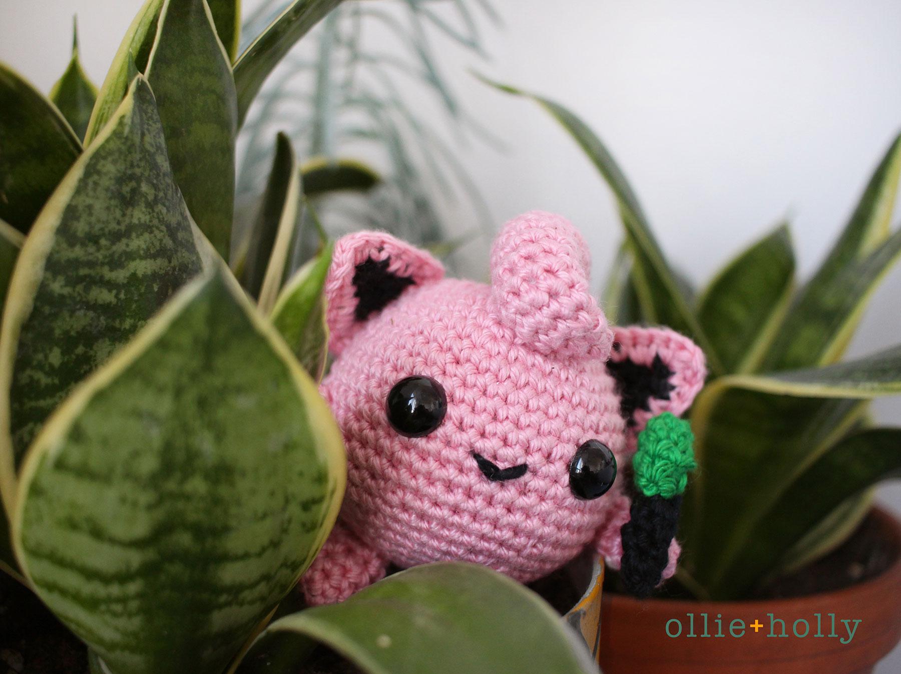 jigglypuff-amigurumi-crochet-pattern-in-bushes.