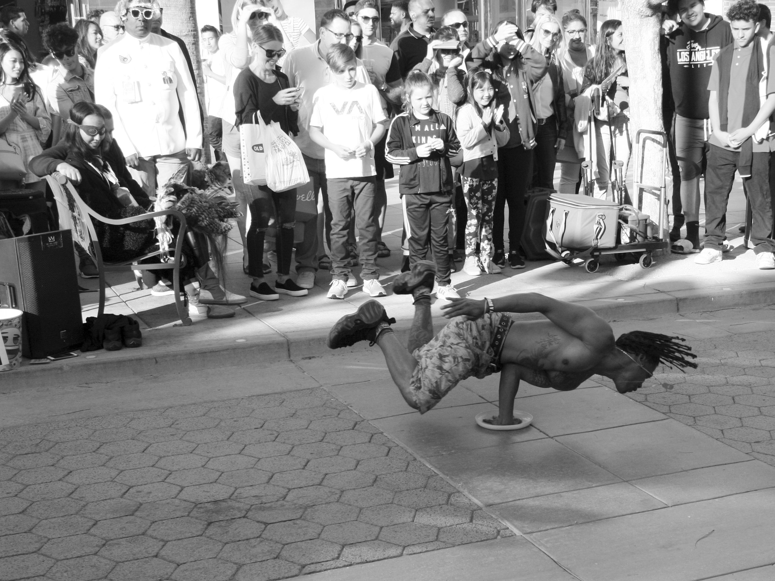 Freestylebreakdance_b&w.JPG