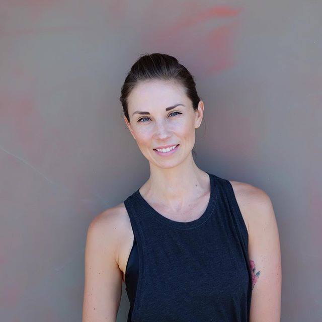 Tonight in #mielen join our founder @mellaura for class Slow Burn Barre  at 17:45 & 19:00! . . . Join @sebes3rd in Seefeld for Slow Burn Barre at 17:45 and @tanyaponya at 19:00 for Slow Burn Barre at at 20:15 for Yoga Flow. . . . #barre #studio #locations #new #fitness #classes #zurich #switzerland #männedorf #zurichfitness #uerikon #bodylove #barreclass #fit #community