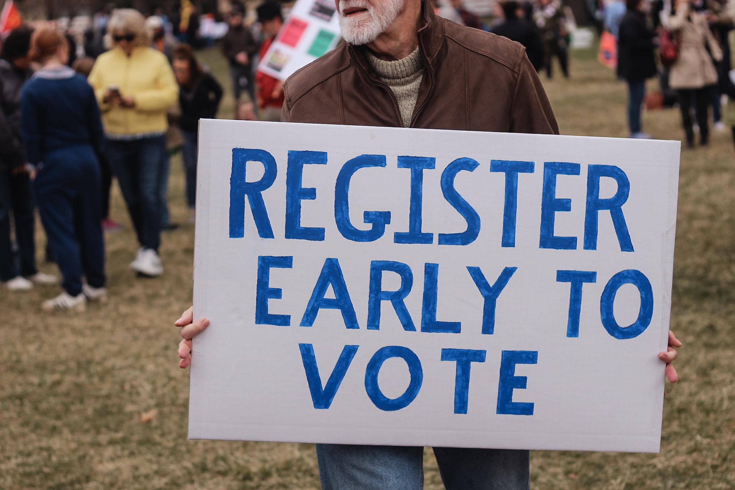 PASO 1: REGISTRARSE PARA VOTAR - Para votar, uno debe ser: Residente de Virginia, ciudadano de los EE. UU., 18 años de edad (empezando el 5 de noviembre de 2019), actualmente no sea declaradx mentalmente incompetente por un tribunal de justicia, y si es condenado por un delito mayor, su derecho de voto debe haber sido restablecido.Fecha límite para registrarse para votar en las primarias de junio: lunes 20 de mayo