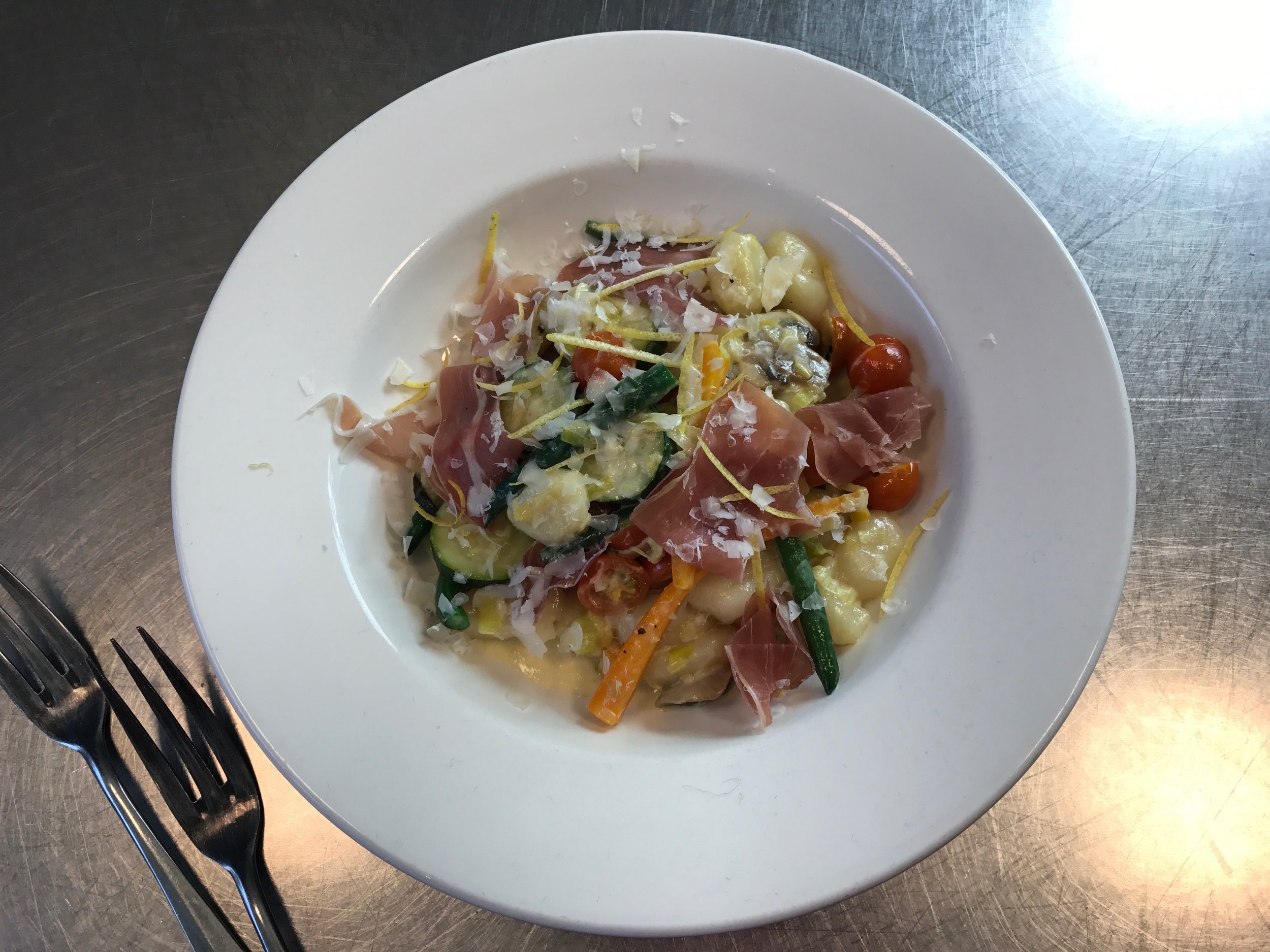 Gnocchi-with-vegetables-and-prosciutto.jpg