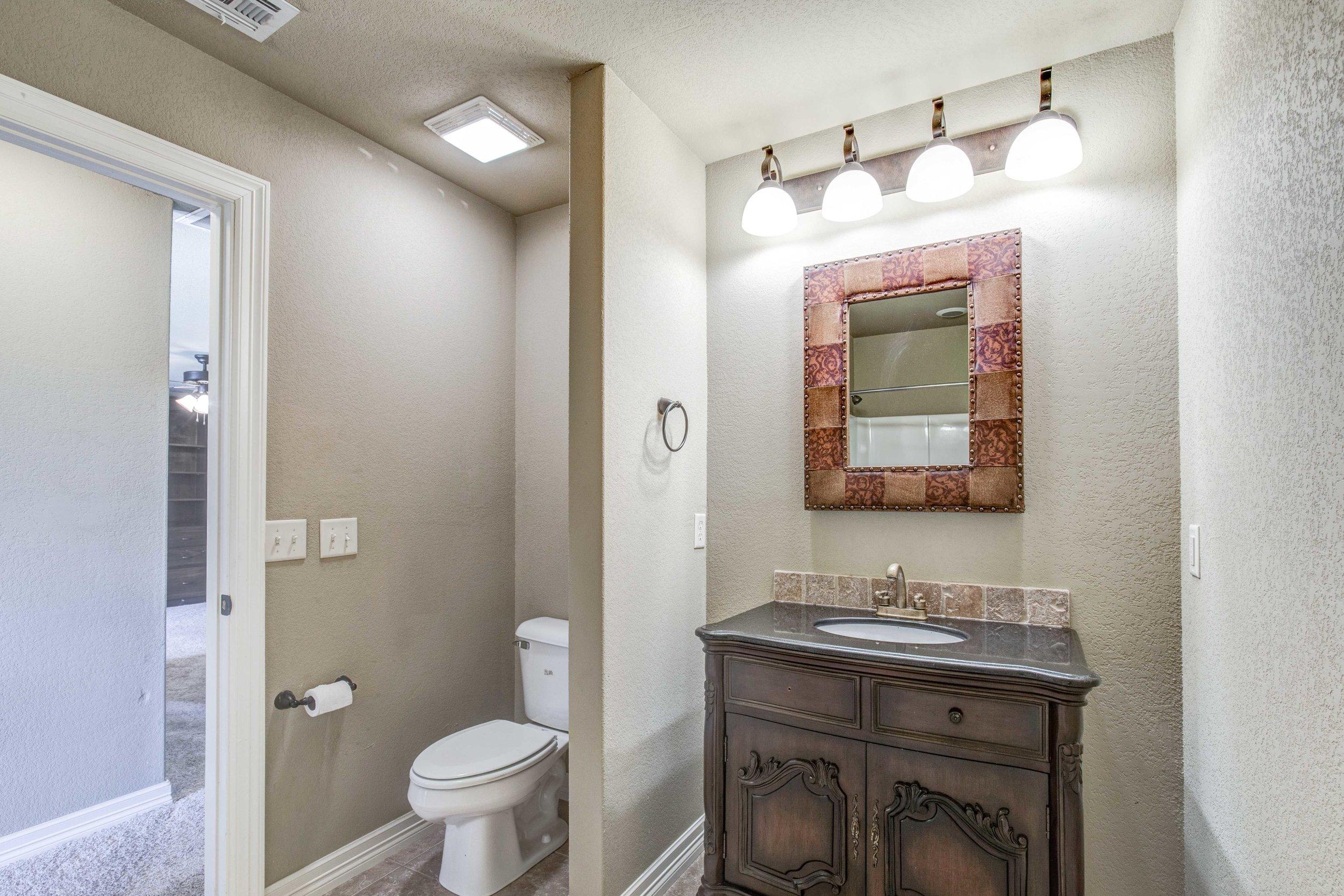 15th Place-Guest Bath.jpg