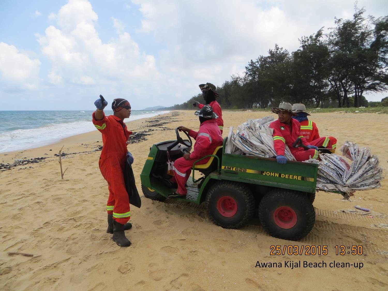 Awana Kijal Beach clean-up.jpg