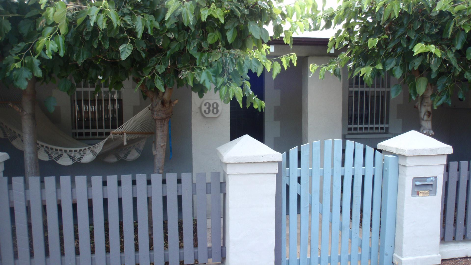 38 Glyde Street on 130115 (1).JPG