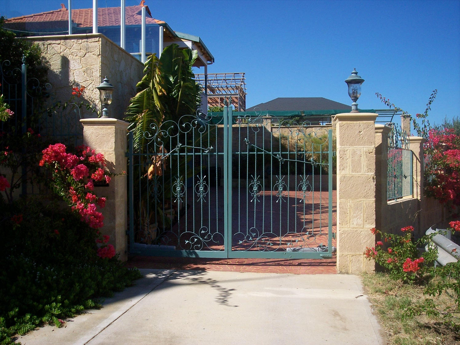 14-3-07 Access way into 21 Angwin Street.jpg