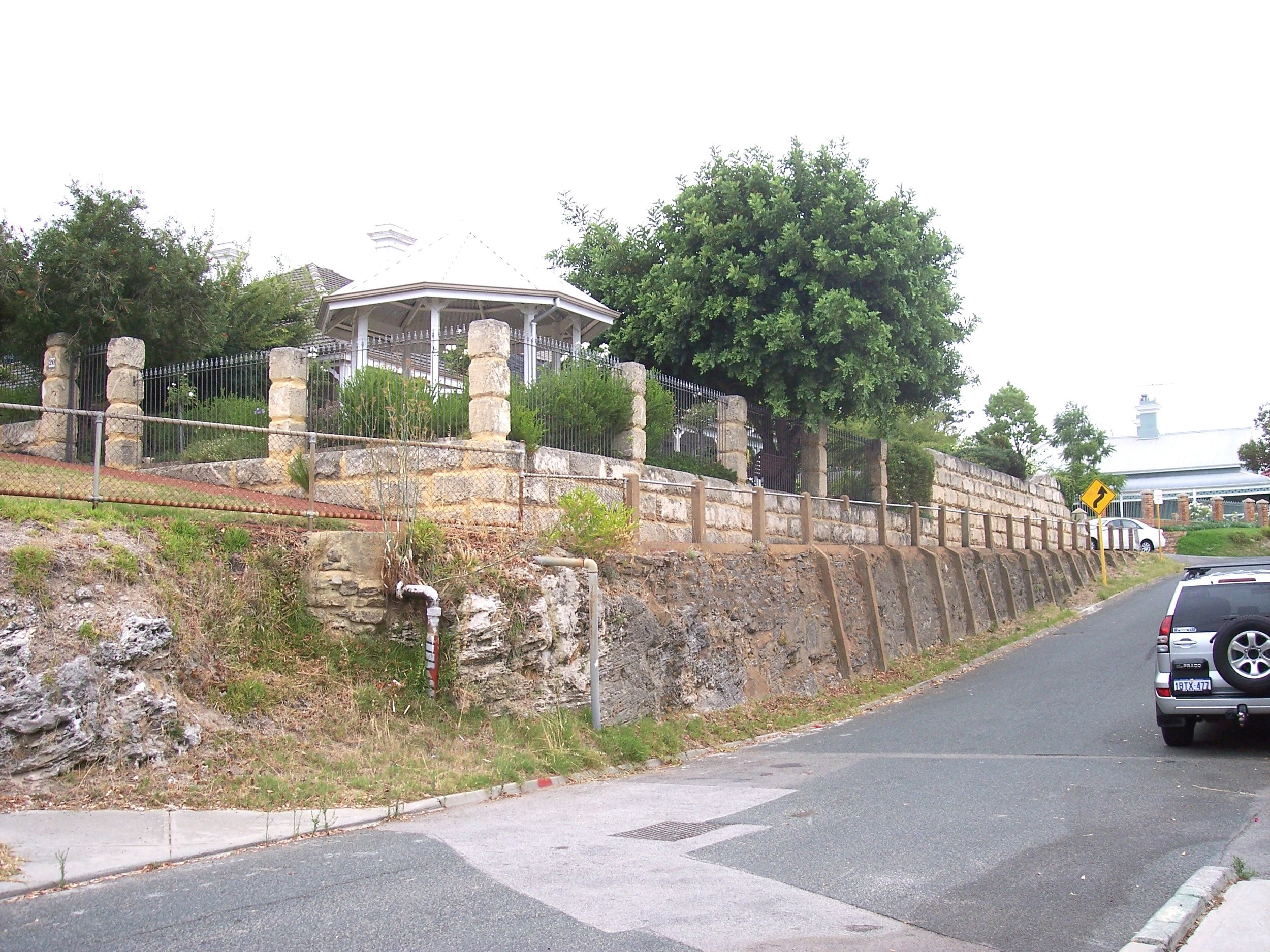 2-3-06 View E to 20 from street.jpg