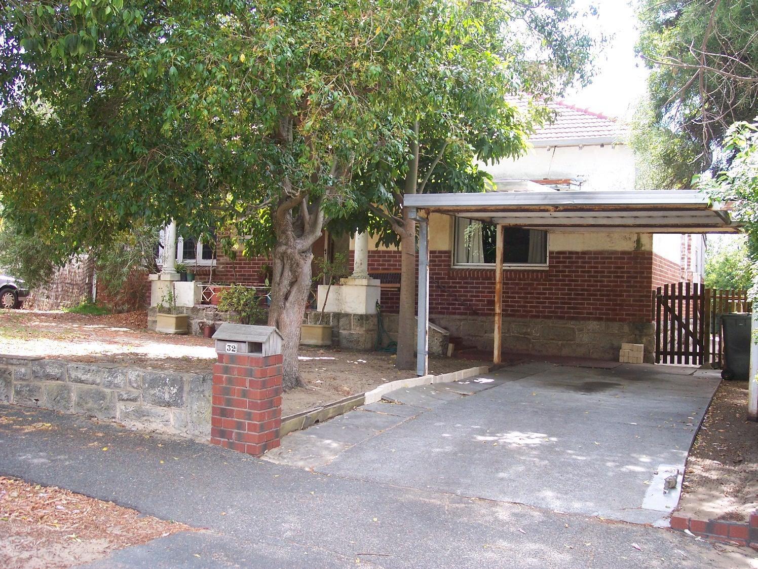 8-2-07 View NE 32 Irwin Street.jpg