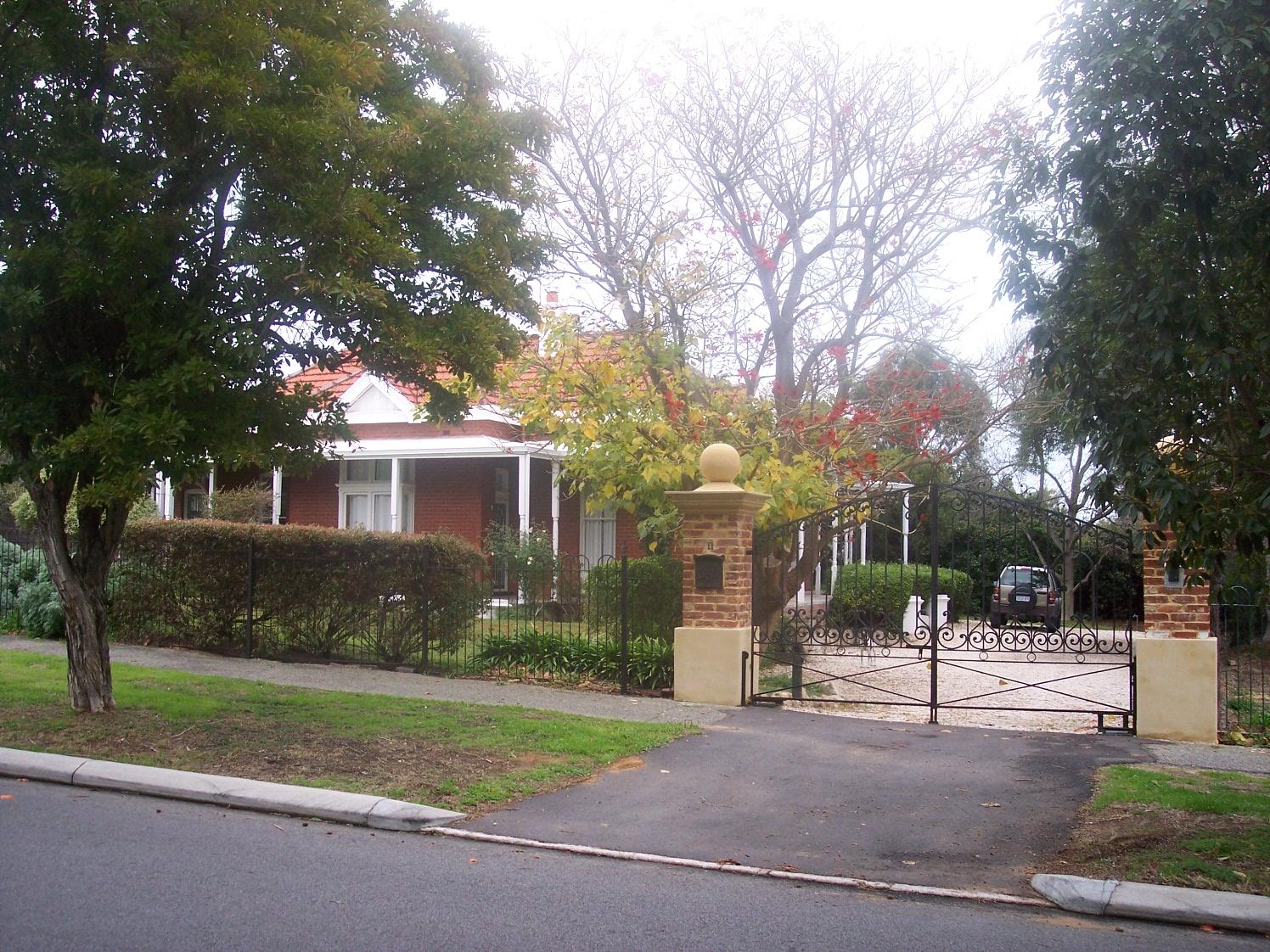 28-7-06 View WSW 11 Dalgety Street.jpg