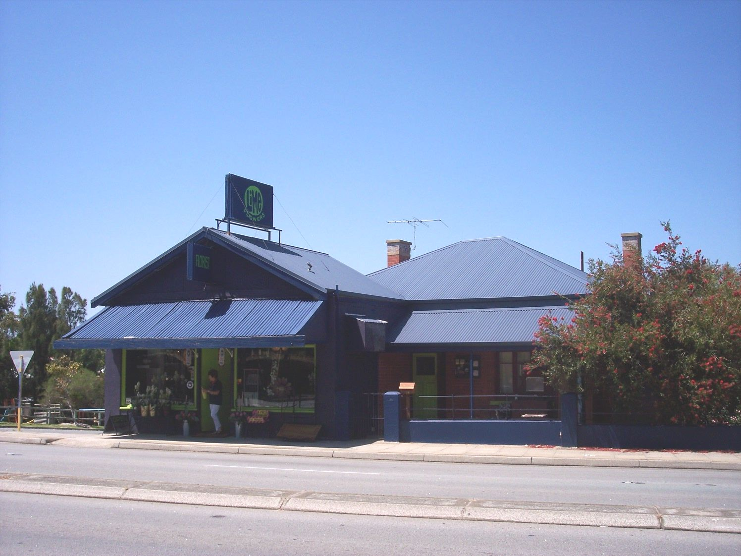 31-10-06 View S 235 Canning Highway.jpg
