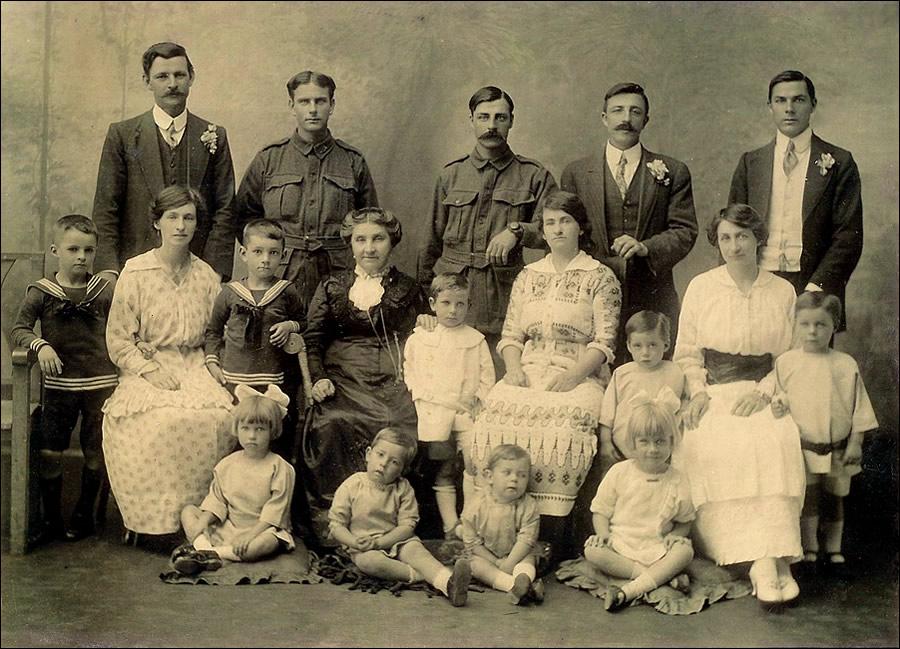 Doig Family portrait 1915