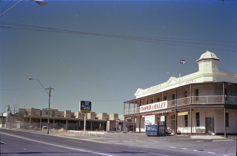 """ Canning Highway, East Fremantle, January and June 1986. "" Image courtesy of State Library of Western Australia.   http://purl.slwa.wa.gov.au/slwa_b3723430_5"