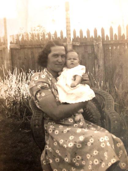 Dagmar holding Glenda 1944